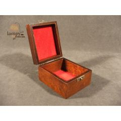 Drewniana kaseta do czapek - przycisk do papieru