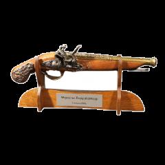 DREWNIANY STOJAK Z DEDYKACJĄ na broń pistolet miecz karabin