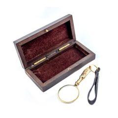 Mosiężne mini szkło powiększające w pudełku  drewnianym MAG-0493; 8x3,5cm